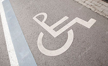 Разметка парковки для инвалидов холодным пластиком